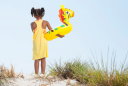 children-at-the-beach_hkwbkylahi
