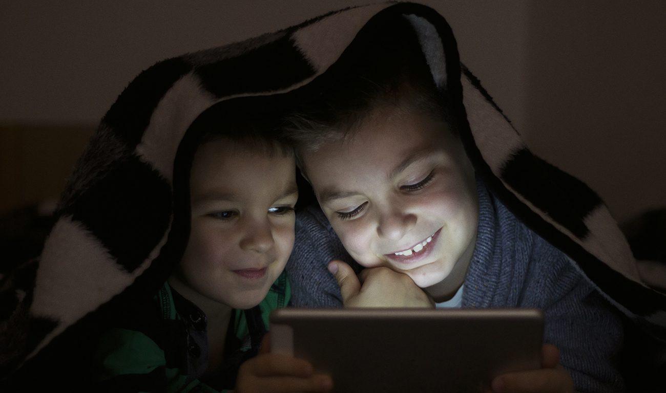 a dependência de crianças da tecnologia